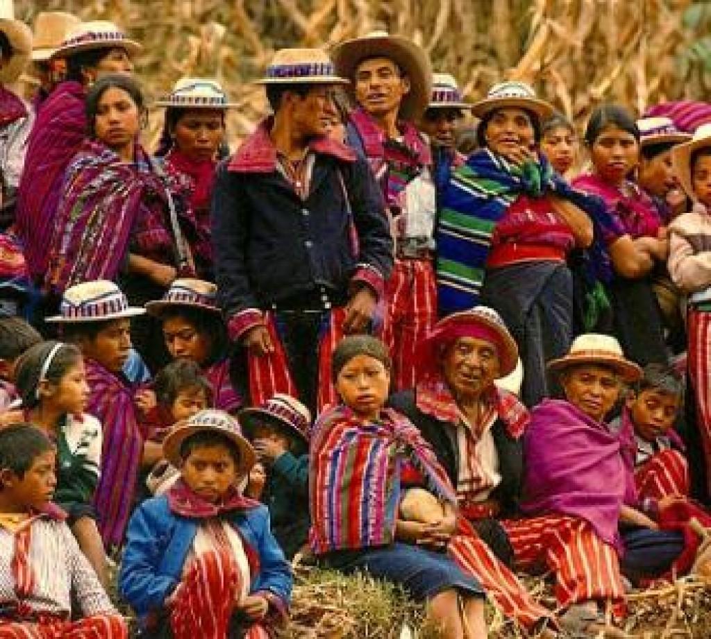 Guatemala debe buscar en su diversidad étnica el bastión para su cultura