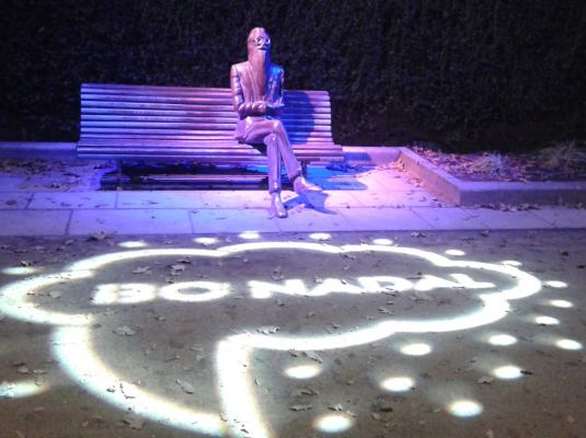 Special lighting in the sculptures of the Alameda
