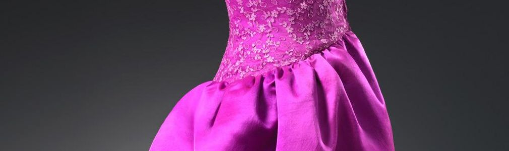 'Mirar y pensar Balenciaga. Fotografías de Outumuro'