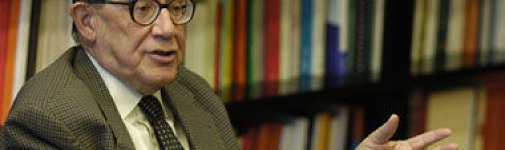 Juan Velarde Fuertes: 'Ante 2011, ¿qué perspectivas económicas tenemos?'