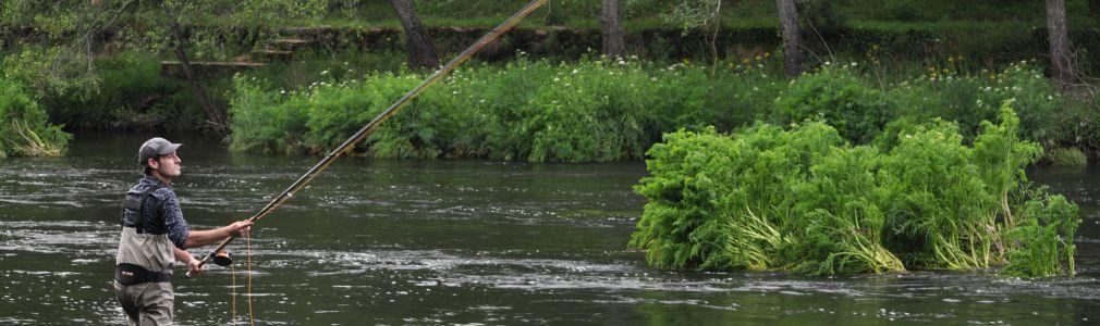 River Fishing in Área Santiago