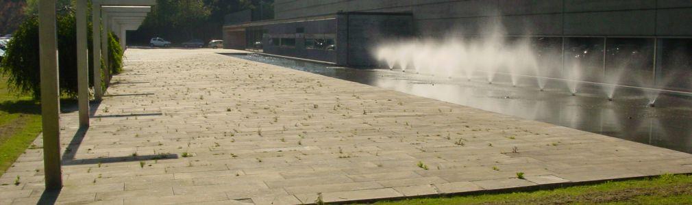 Palacio de Congresos Exterior c estanque