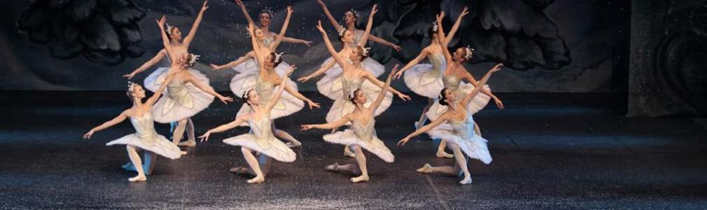 Ballet de San Petersburgo de Andrey Batalov - El Cascanueces