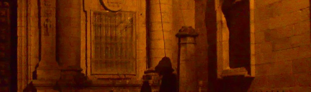 The mysterious pilgrim in Plaza de la Quintana